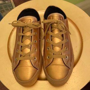 Gold metallic Converse stylish and fashionable.